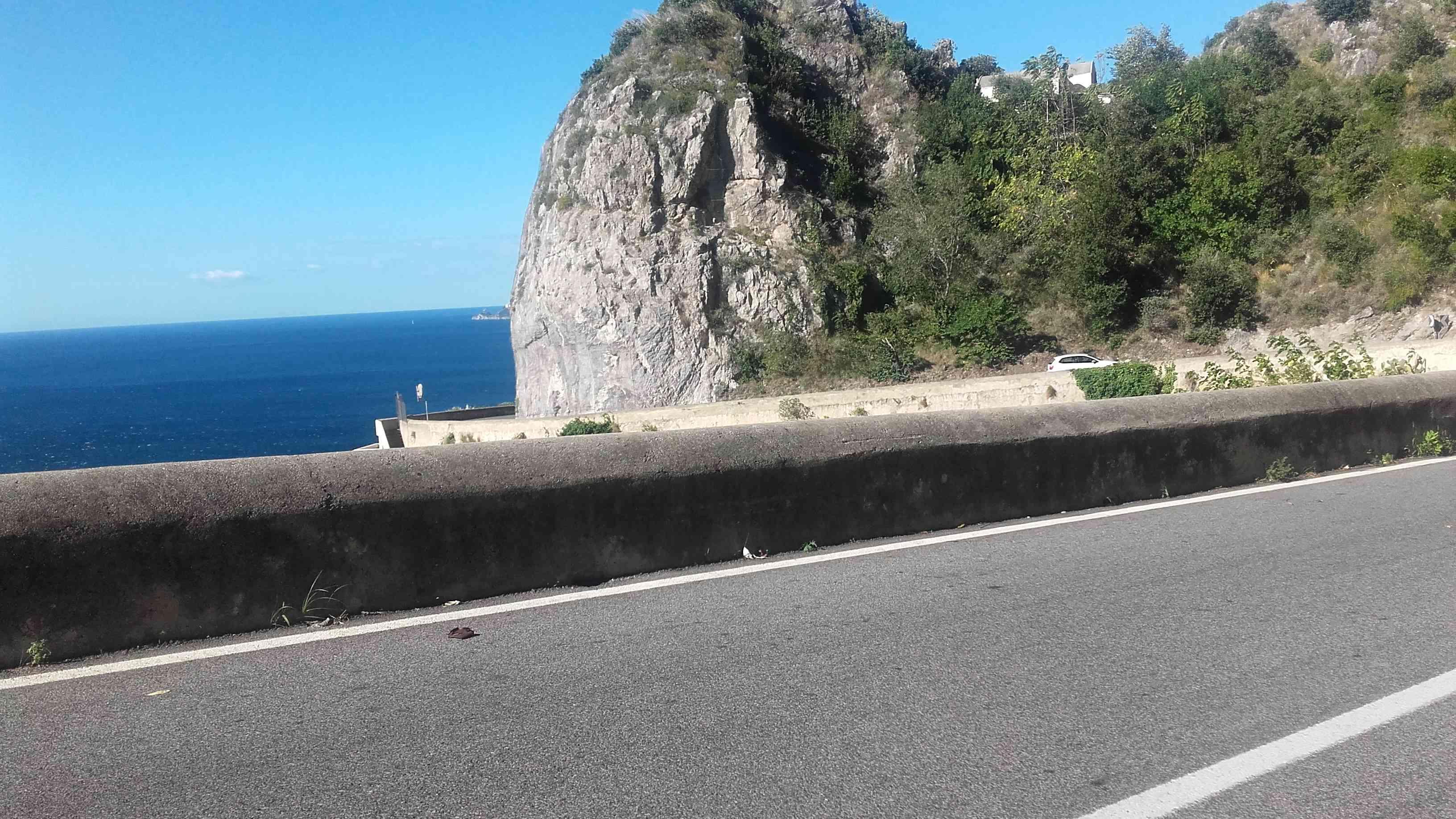 Visita la Costiera Amalfitana in moto