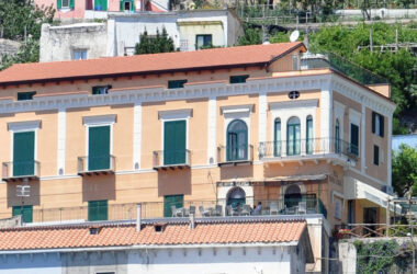 La Villa Slide 02 1