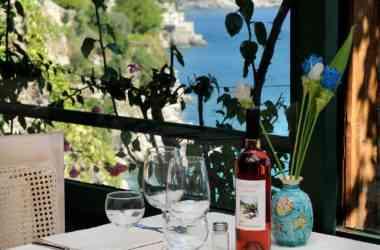 Ristorante Villa San Michele: tavolo apparecchiato e panorama