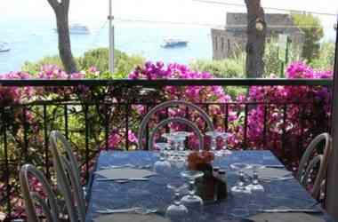 Ristorante Villaggio Nettuno tavolo vista mare