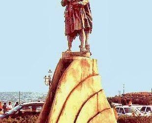 Amalfi Monumento A Flavio Gioia